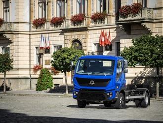 AVIA D120 4x4 INITIA - modrá
